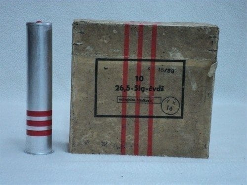 26.5MM Super red ring and 6 star smoke flare. Box of 10 flares